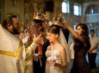 невеста внимательно слушает