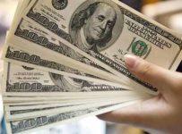 Цена доллара постоянно меняется