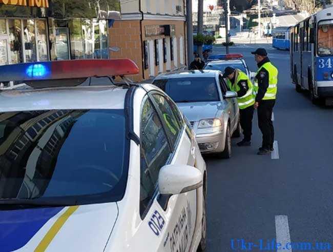 Какие документы должен предъявить дорожный инспектор